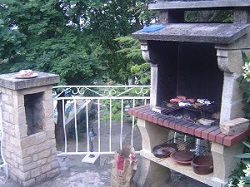 vaste barbecue in de tuiin